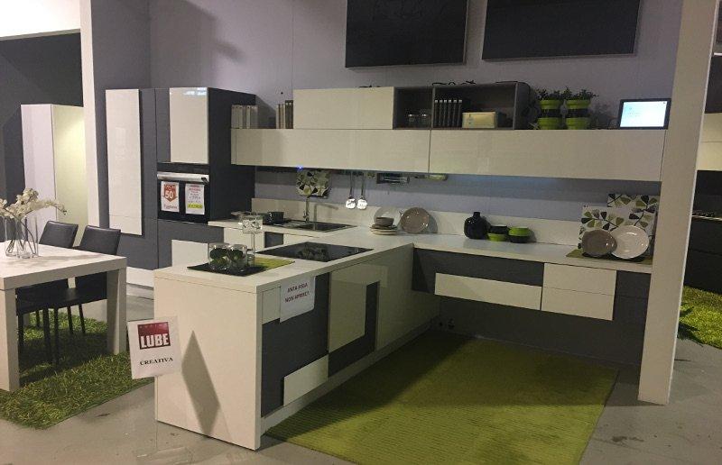 Cucina lube mod creativa offerta mobilificio fontana for Cucina creativa